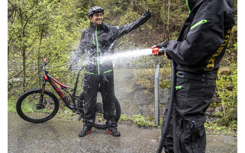 Laax Flims Regenbiken Claudio Caluori Bike Wash