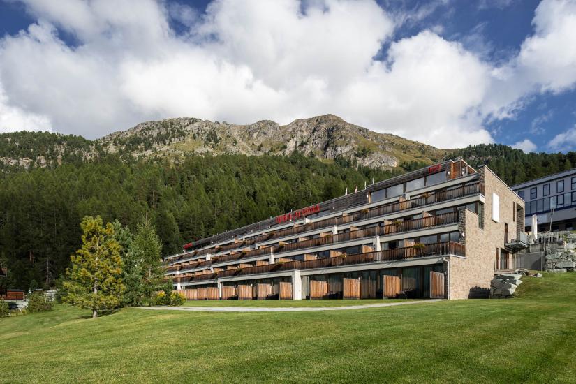 Sommer Aussenansicht Nira Alpina