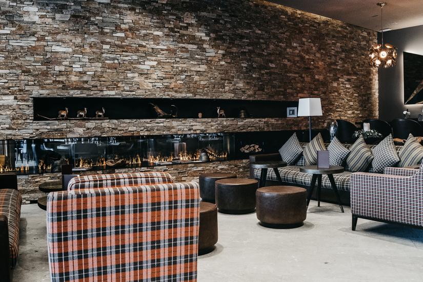 Peaks Place Lounge