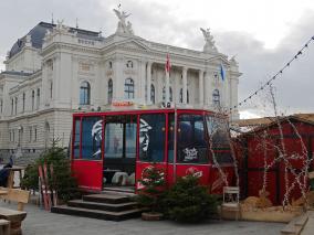 Herbert-Gondel mit dem Opernhaus Zürich